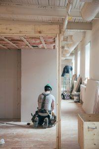 Få et godt tilbud på tømrer arbejde