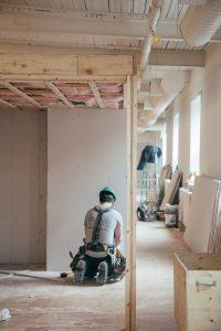 Sådan finder du en pålidelig tømrer i Holstebro